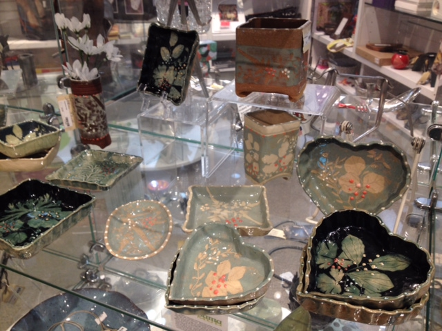 Does your mom love local art? These beautiful pieces by local potter Doris Blum are such a sweet addition to any collection!