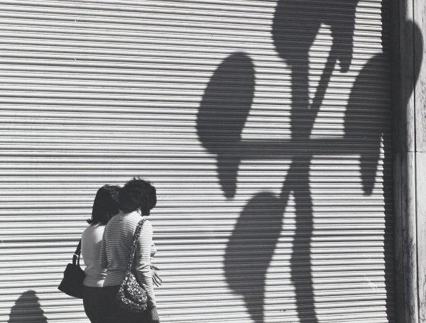Mujeres y la Gran Cortina con Sombras (Two Women, A Large Blind and Shadows), Manuel Álvarez Bravo, Portfolio published by Acorn Editions Limited, gelatin silver print