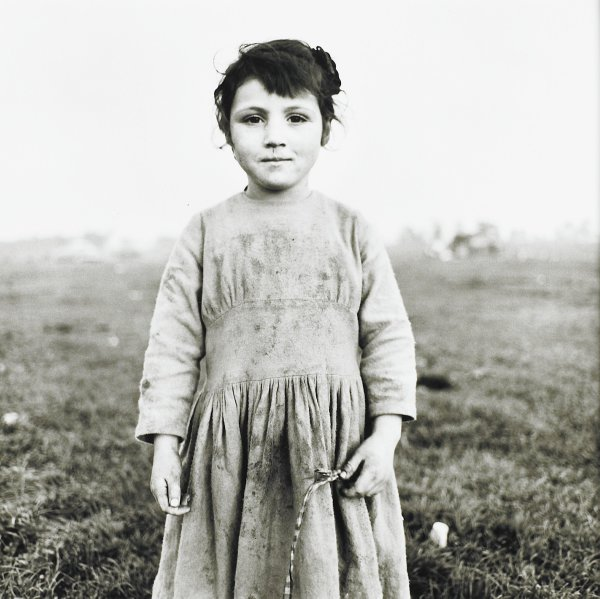 Little Tinker Child, Ireland, Alen MacWeeney, Published by Hyperion Press Limited, gelatin silver print