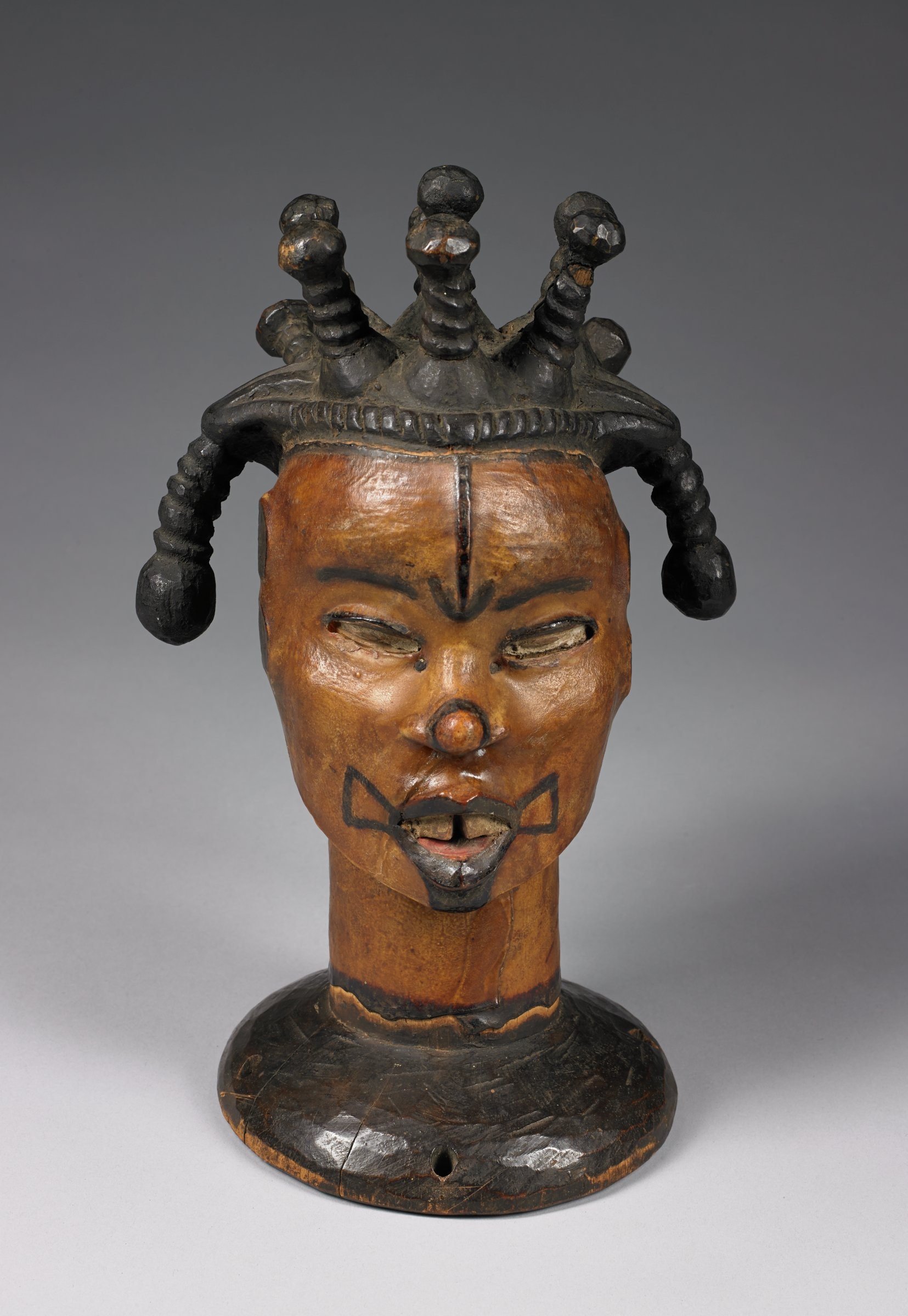 Headdress in the form of a female head