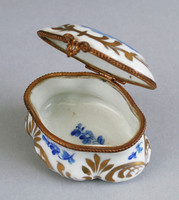 Box with blue decoration