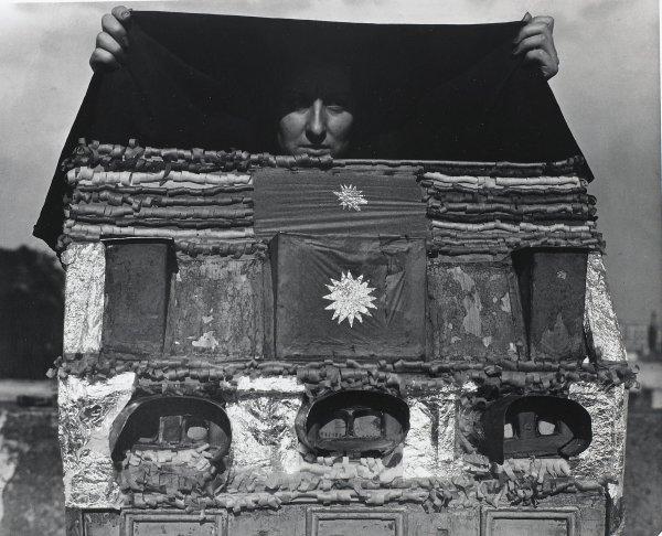 Caja de Visiones (Box of Visions), Manuel Álvarez Bravo, Portfolio published by Acorn Editions Limited, gelatin silver print
