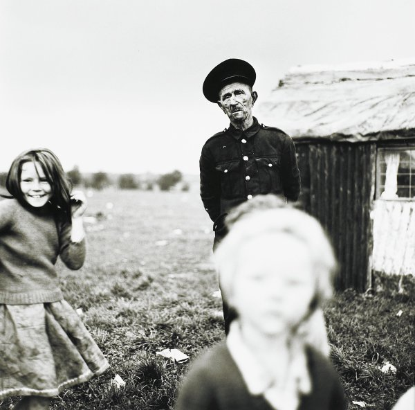 Chimney Sweep and Children, Ireland, Alen MacWeeney, Published by Hyperion Press Limited, gelatin silver print