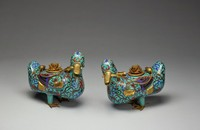 Hollow ducks with cover in form of blooming lotus