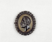 Clasp with pierced wave-and-bead motif, in the middle the portrait head of Anton, King of Saxony (1755-1836; 1827-30) in profile left on steel plate.