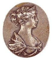 Bust in profile right with pearls in hair, diadem, and ermine mantle, whose chain rests on the breast.