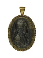 Small cast-iron pendant with the portrait bust of Friedrich August I, King of Saxony (1750-1827; 1806 King) in profile right, in beaded gold mount with eye for hanging.