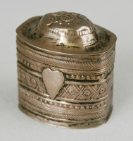 Small silver snuffbox with hinged lid, the front and back decorated with linear, dot and floral embossed patterns, the front with a heart in the center