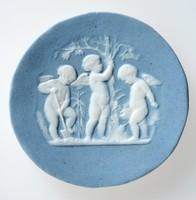 Round blue jasper medallion with white relief of three putti under trees