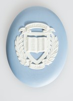 Oval blue jasper medallion with white relief Yale University seal, with original leatherette box