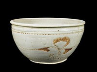 Wide mouthed basin with inlaid vegetal decoration.