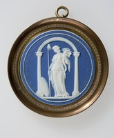 Round dark blue jasper medallion with white relief scene commemorating the French Revolution, the medallion has a border with pressed relief which translates from Latin as 'Behold that liberty, that liberty for which you have so often wished' from the conspiracy of Catiline by Sallust, Concordia, set in brass frame with ring