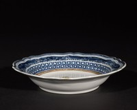 Chinese export ware dish with underglaze blue armorial