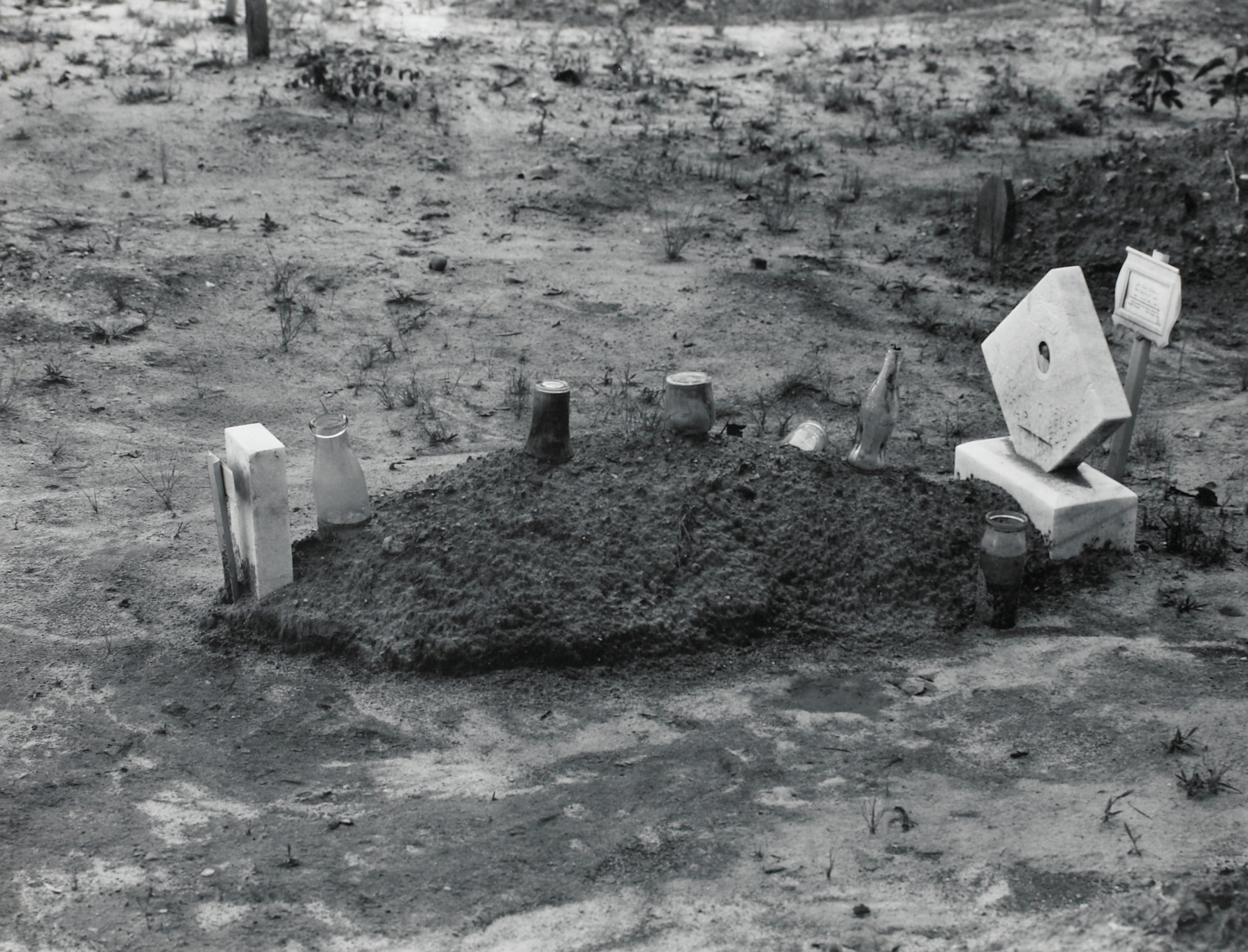 A child's grave, Hale County, Alabama, Walker Evans, gelatin silver print