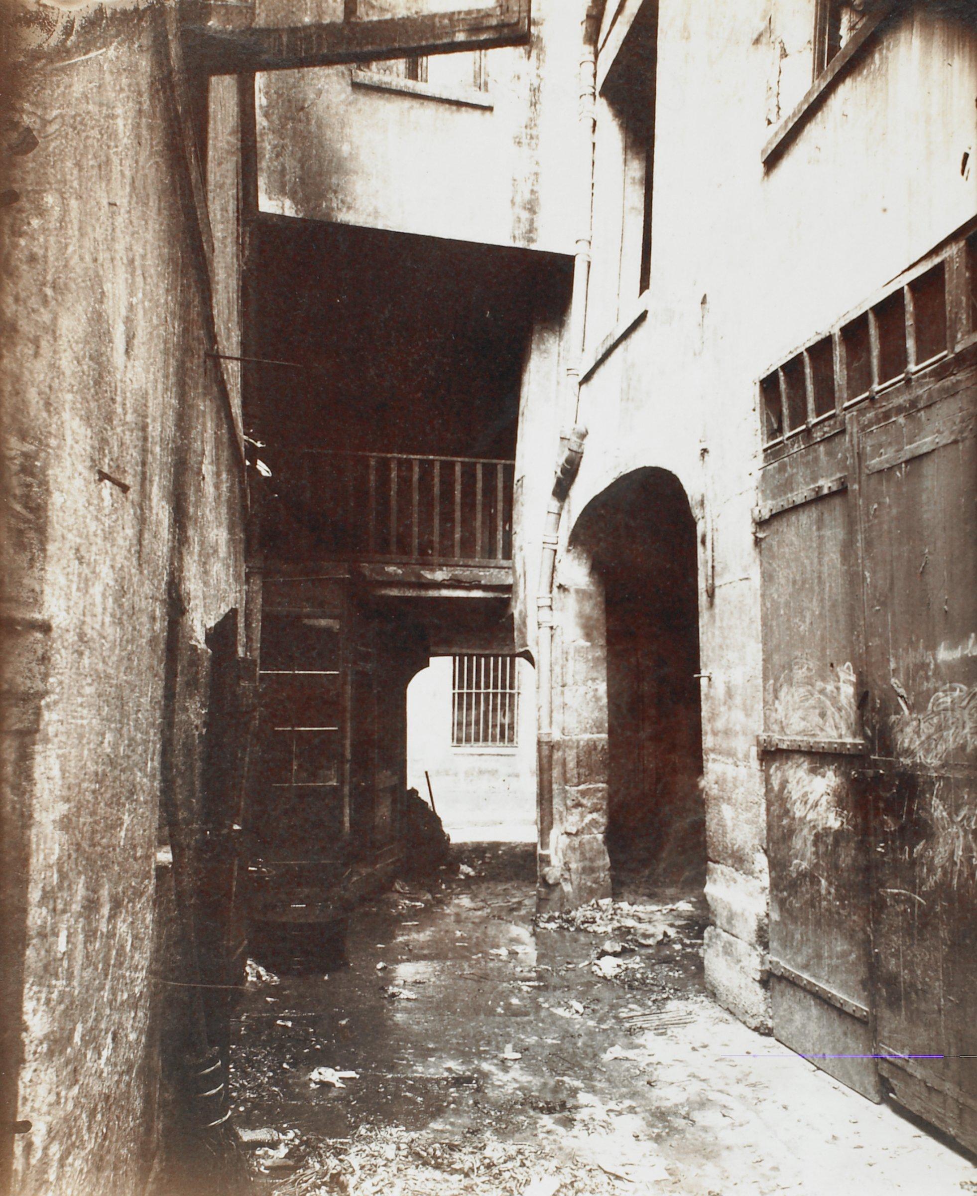 Cour, 12 rue Pierre-au-Lard, Eugène Atget, gelatin silver print on printing-out paper