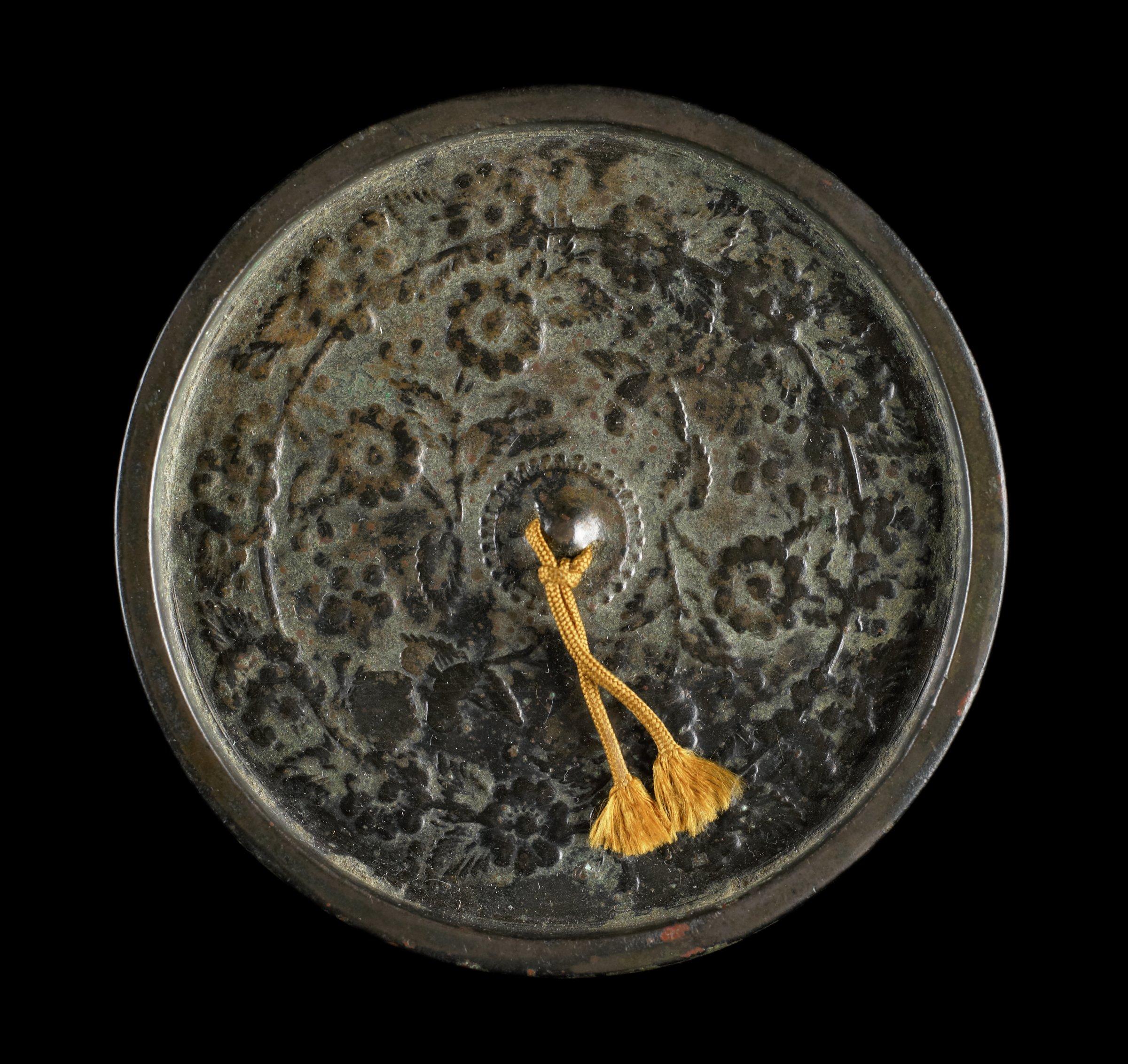 Round mirror with raised design of Yamabuki and Tsubama, raised Lotus cushion knob
